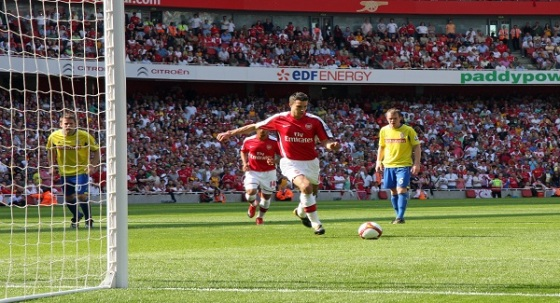 Robin Van Persie taking a penalty for Arsenal against Stoke