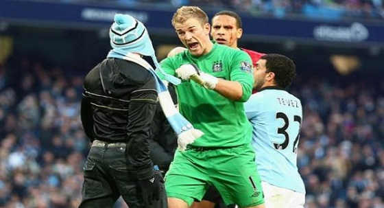 City's Joe Hart talks some sense in to a pitch invading City fan