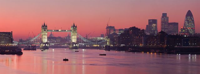 800px-London_Thames_Sunset_panorama_-_Feb_2008